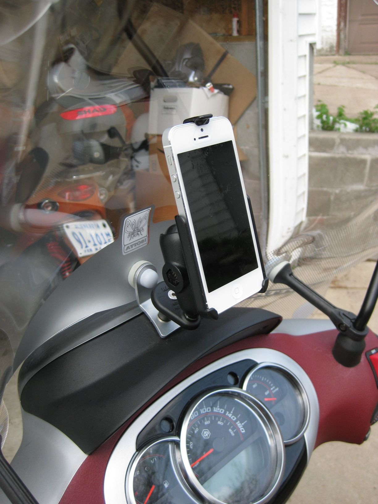 iphone 5 mount on piaggio bv 350 gallery article