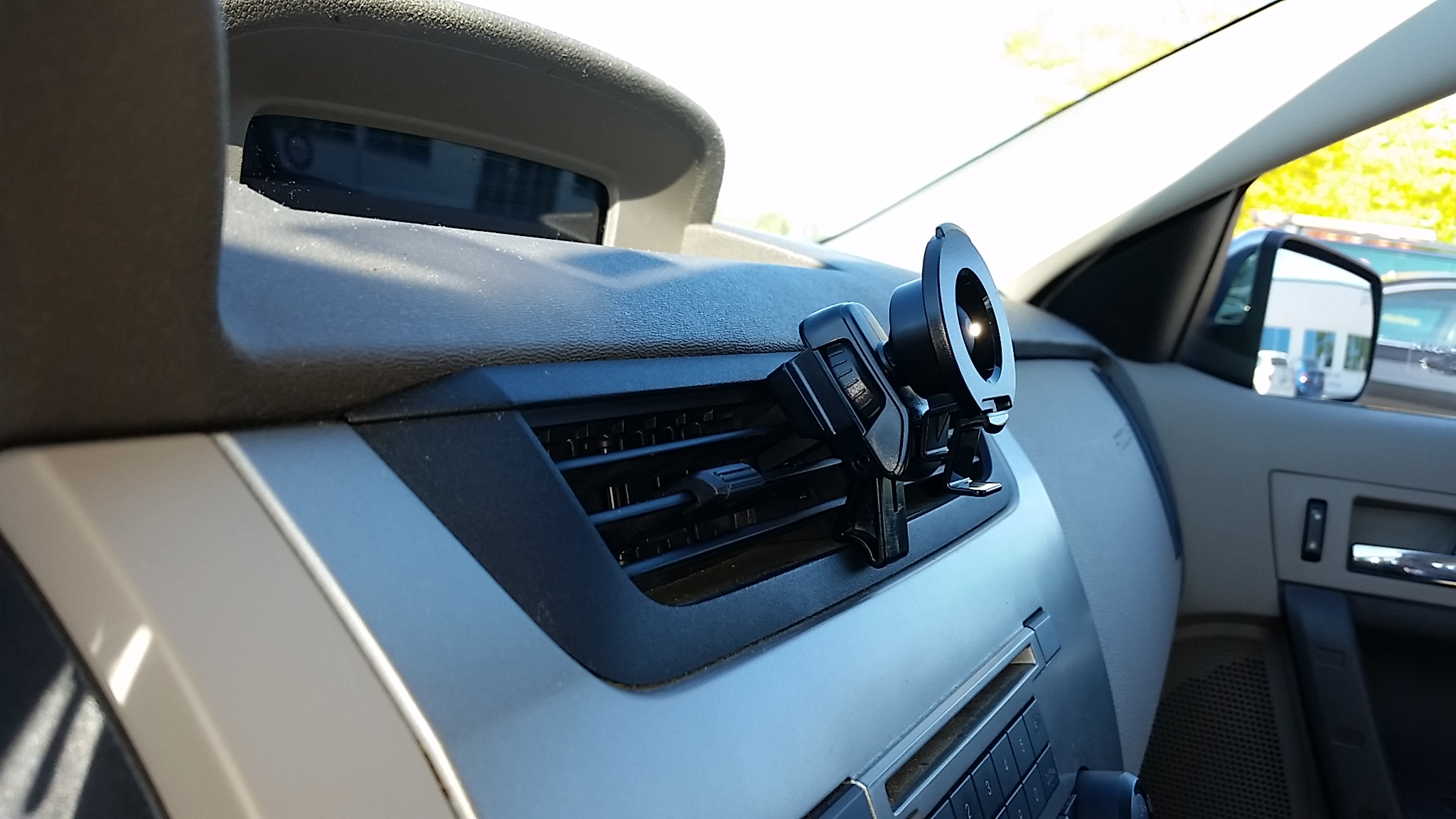 Garmin air vent mount gallery article - Support gps garmin grille ventilation ...